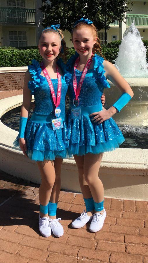 Selena+and+Chloe+performing+in+Disney+in+2016.