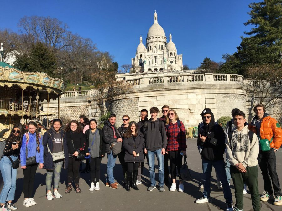 Students+at+Montmartre+in+Paris